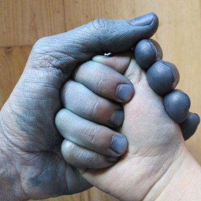 Mains bleues...