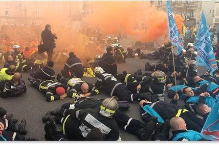 """Policiers contre pompiers: """" C'est hallucinant, la prochaine étape c'est le tir à balles réelles!"""
