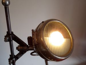 """Lampe luminaire récup recyclage détournement """"PHARISOLA"""" esprit industriel garage"""