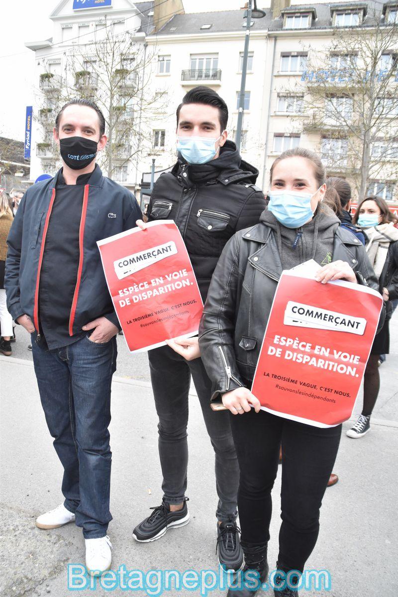 """Rassemblement du Collectif """" On va tous trinquer """", devant la Gare de Rennes"""