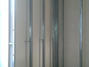 Puis des doublages aux murs car trop de défauts et irrégularité de ces murs vu qu'ils ne sont pas plan, et que les vieux enduits sont justement trop vieux, doubler coute moins cher que de refaire des enduits et plus simple également.