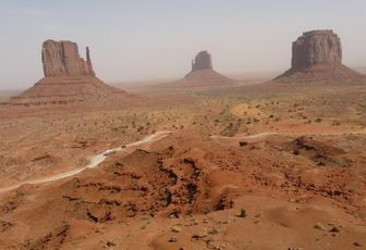 USA 2008 - part 13 – Monument Valley, wind and 4x4 !
