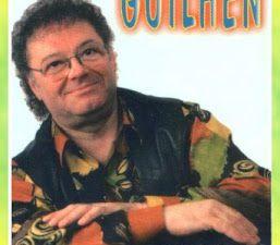 jean claude guilhen, un accordéoniste de légende basé à avermes qui est avec son fils au synthé et ils chantent tous les deux de concert