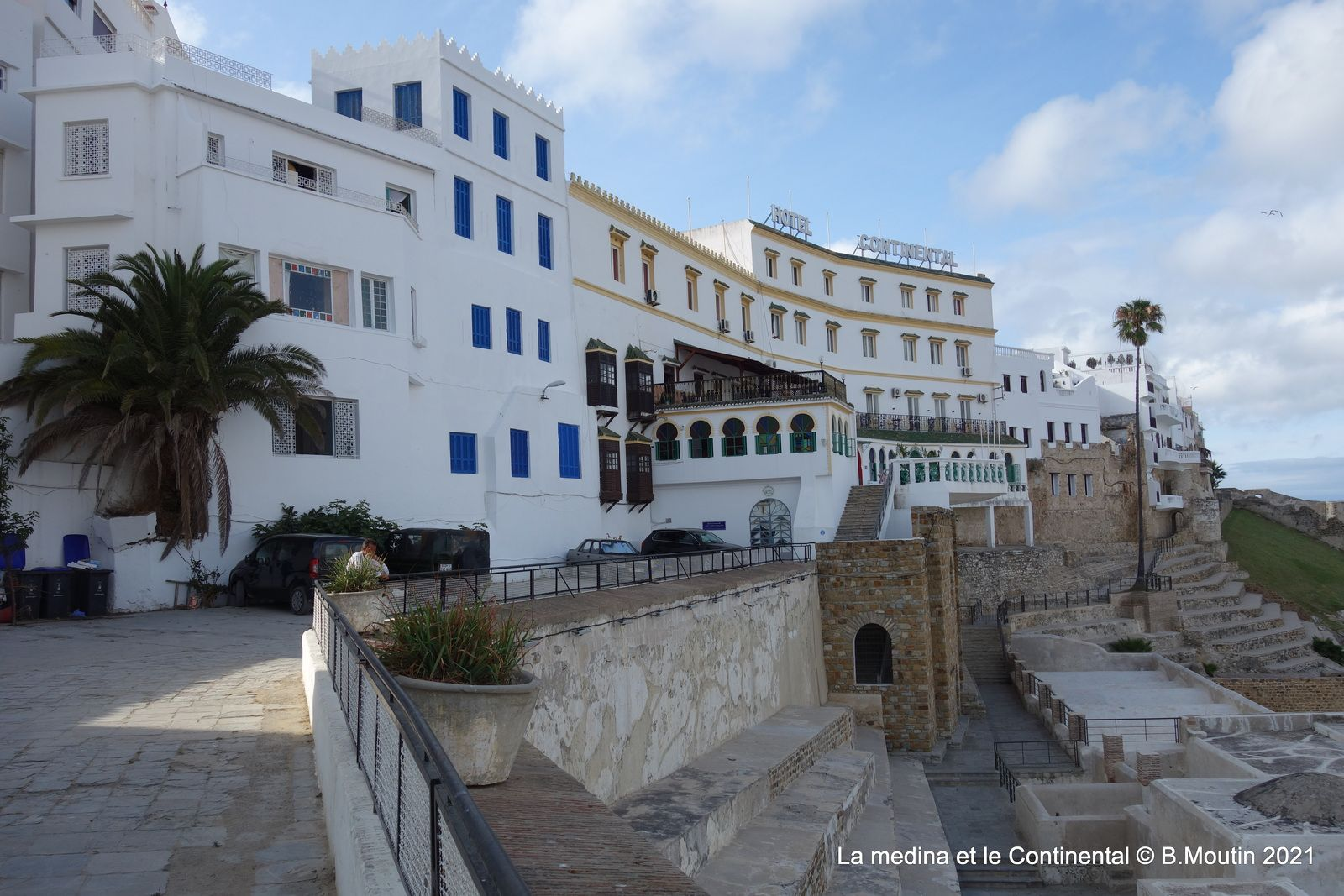 L'aménagement de l'esplanade et la vue sur le Continental (5 photos)