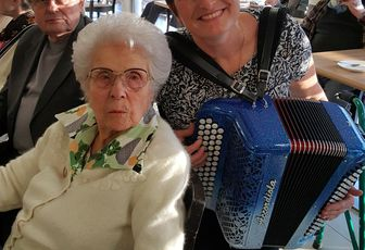 ACCORDEONISTE EHPAD DEAMBULATION