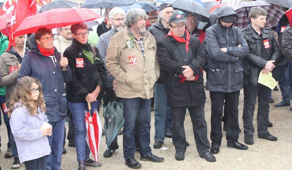 300 persones ont fait le déplacement devant la préfecture du Mans.Catherine Pris de l'UD CGT 72 a lu la déclaration commune CGT-FSU-Solidaires. Chacun a pu se réchauffer autour d'un café-croissant au barnum de l'INDECOSA CGT Sarthe.