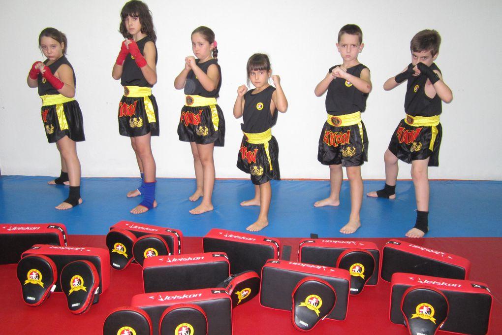 CLASES DE KUNG FU Y SANDA - ADULTOS Y INFANTIL - EQUIPO MAESTRA PATY LEE Y MAESTRO SENNA. Información/inscripción - tlf 626992139 - patylee_@hotmail.com - www.maestrosenna.com