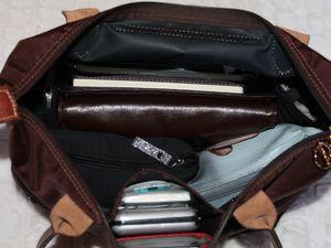 Comme cela, on pourrait croire qu'il n'y a rien dans mon sac mais je reste organisée (ça m'arrive) et je cache tout dans des petites pochettes toutes mignonnes =)