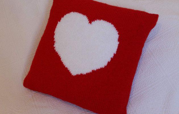 Housse de coussin coeur déhoussable au tricot