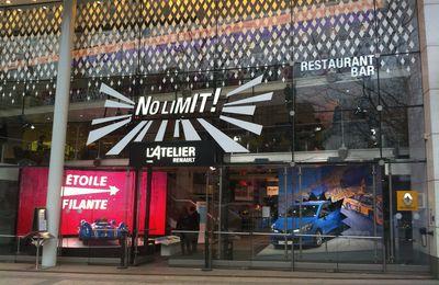 L'atelier Renault des Champs Elysées... ''no limit'' pour les amoureux de l'automobile et des théâtralisations retail ''whaou''.