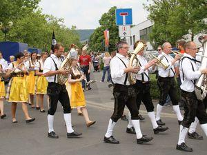 In Tritt gehalten wurden alle durch Musikkapellen aus Retzstadt und Rittershausen und dem Musikverein Veitshöchheim.