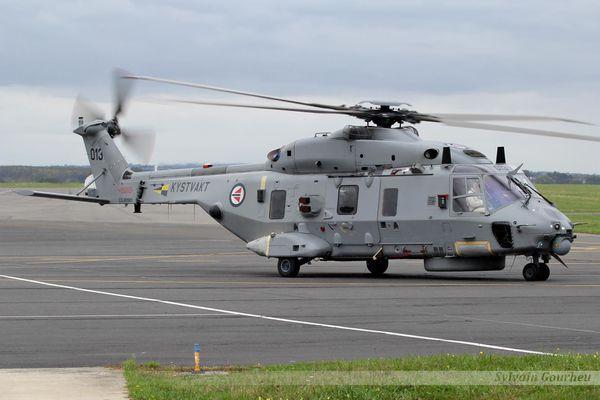 Un hélicoptère NH-90 norvégien teste son système de guerre électronique en France