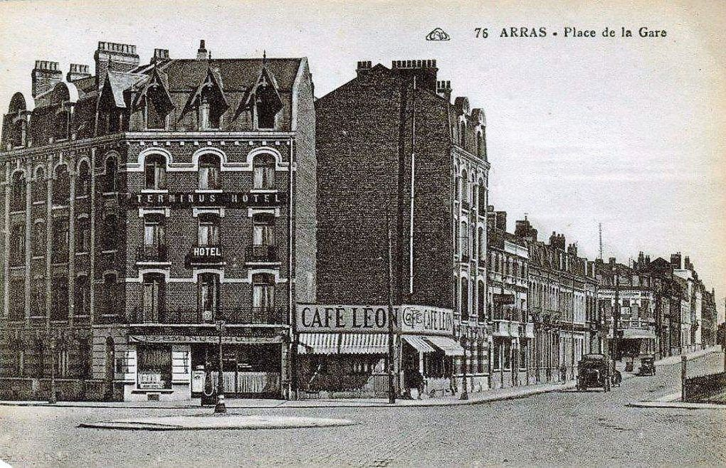 place de la Gare (Foch). E. Chevallier et R. Cagnault, architectes - Cartes postales : collection privée.