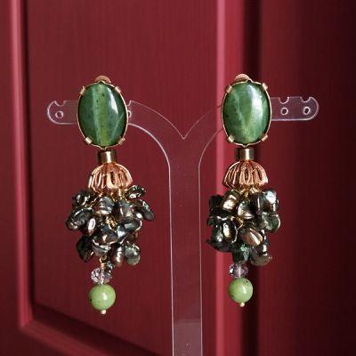 """Boucles d'oreilles clips en pierres et matières naturelles nommées : """"GRAIN DE BEAUTÉ""""_bijou de créateur_Paris."""