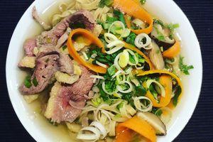 Soupe de nouilles chinoises au canard ( recette facile et rapide )