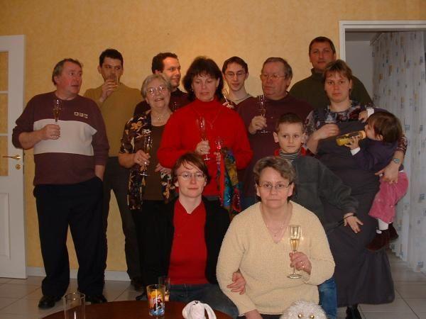 <p>Et voici la petite famille:</p> <p>CôtéStrimi nous avons : Mamie Erika, Tanta Edwig, le papa Claudi, la Maman Christiane, la soeur Pascale, le bof Régis, le filleul Quentin, la nièce Laura et le petit dernier Edgar. </p> <p>Côté Clairett