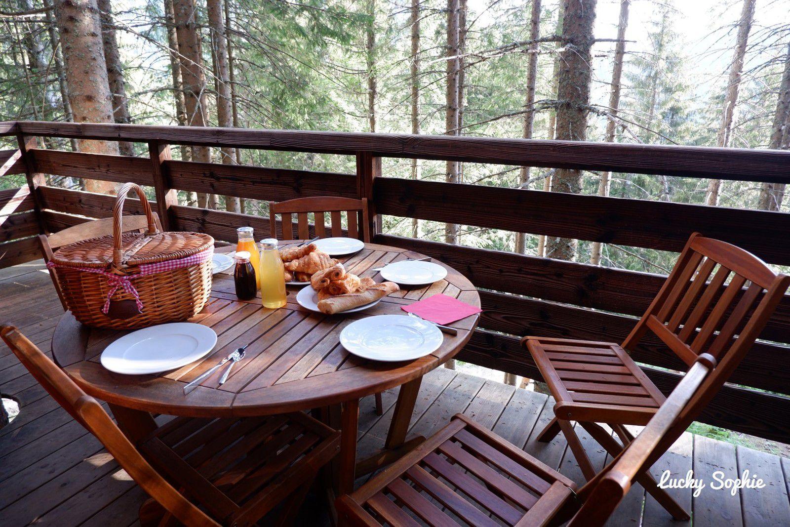 Mettre les pieds sous la table pour un petit déjeuner dans les arbres, je valide comme idée cadeau !
