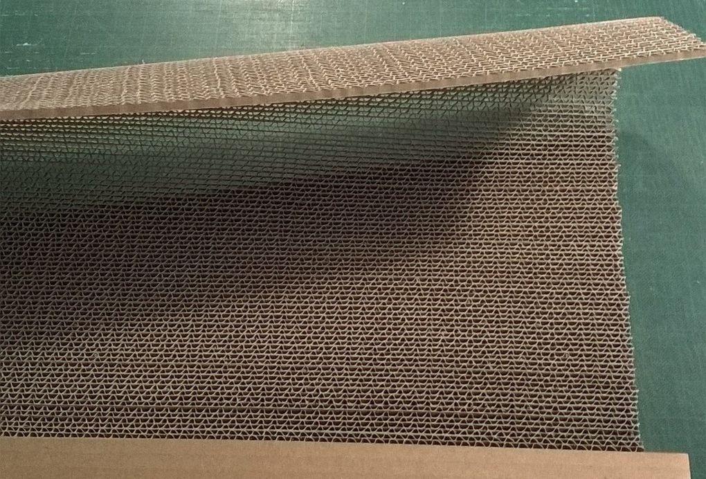 Etapes de réalisation des rideaux en dentelle de carton.