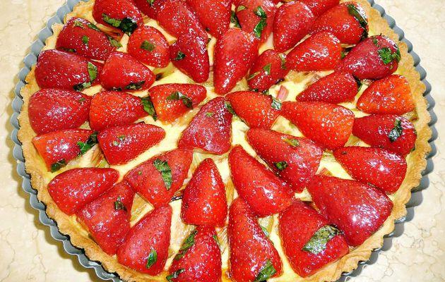 Tarte à la rhubarbe et fraises au basilic