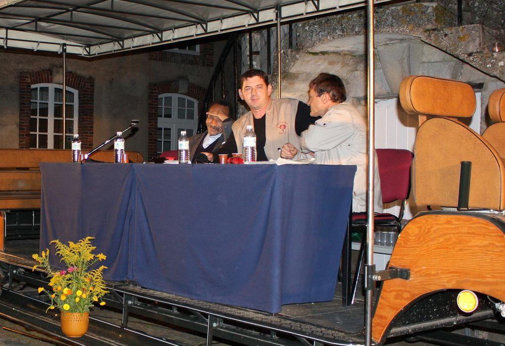 Les photos de la conférence de Pierre Rabhi sur « L'agroécologie au service d'un mode de vie plus respectueux des hommes et de la terre » animée par Philippe Bertrand de France Inter. Mercredi 14 septembre 2011 à 20h30 dans la Cour d'Honn