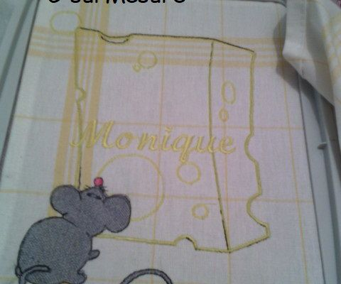 Broderie : Fromage et souris n°1.