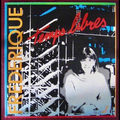 """Frédérique, une chanteuse française plutôt jeune dans l'exercice d'un premier album avec des textes tels """"l'été yé-yé"""", """"si tu veux suis-moi"""""""