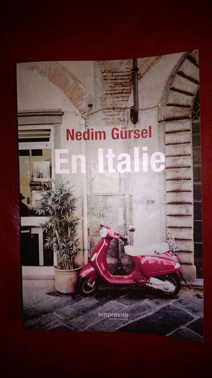Nedim Gürsel, voyageur passionné, toujours en quête de nouvelles émotions esthétiques, nous emmène en Italie et nous associe aux émois que ce pays a suscités en lui à divers moments de sa vie. Rome, bien sûr, où, parmi les fiers édifices et les chefs-d'oeuvre des peintres, errent les ombres de Moravia, Pasolini ou Fellini ; Naples et le souvenir de Stendhal, du Caravage, de Pavarotti ou de Malaparte ; Venise, en compagnie de Thomas Mann ; Padoue, Turin avec Pavese, Pise, Ravenne, sans oublier la fascinante campagne italienne et ses inoubliables paysages.