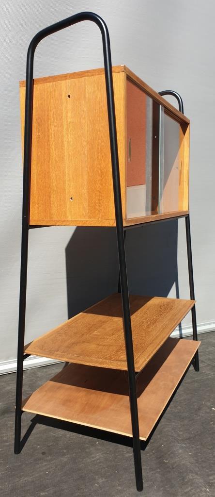 Présentoir de magasin 1950 en portique avec module vitré - 350 euros