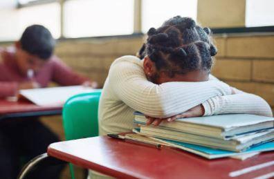 Comment aider les enfants dyspraxiques, dysphasiques, dyslexiques, autistes, TDAH, dyscalculiques ?