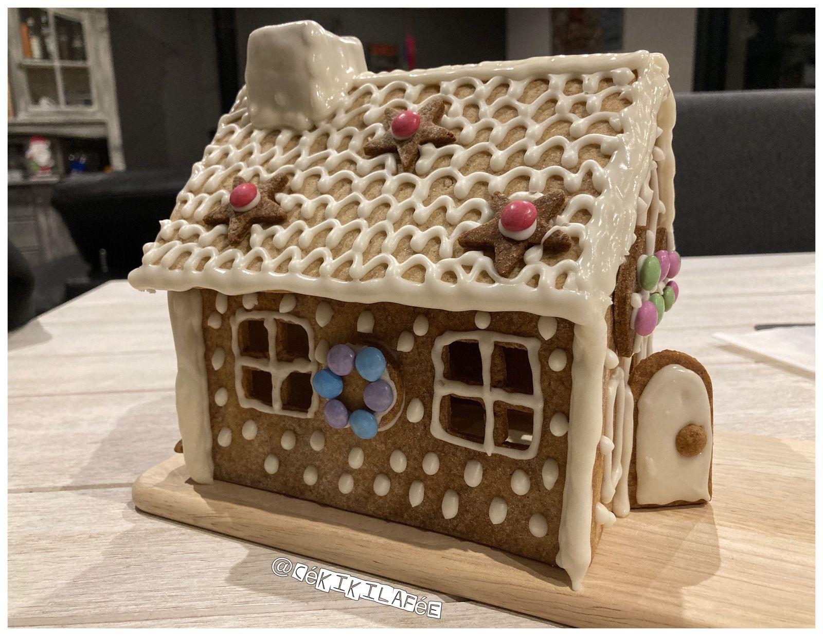 Maison pain d'épices en biscuit de Noël