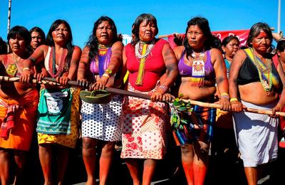 La deuxième Marche des femmes autochtones réunit des représentantes de 150 peuples originaires du Brésil.