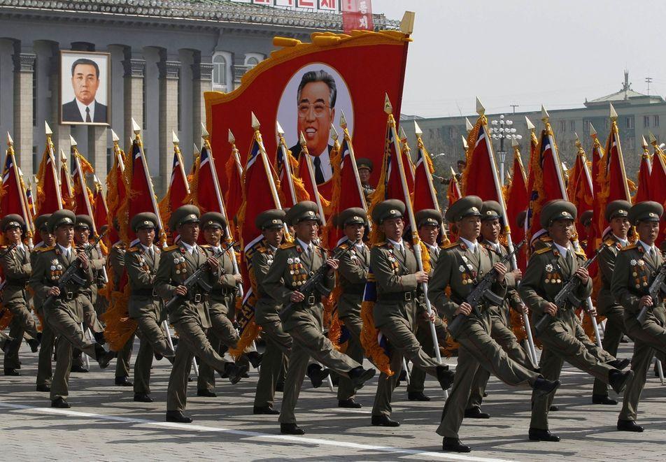 Défilé militaire en Corée du Nord, avril 2012...