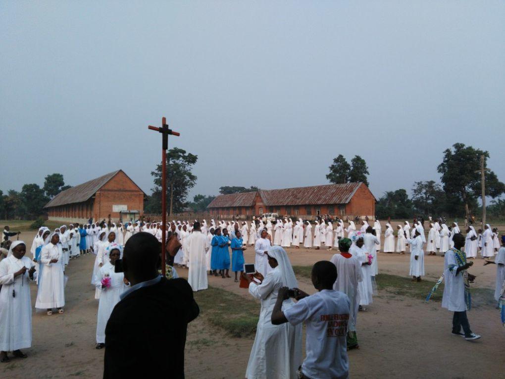 La profession des voeux et l'action de grâce des Soeurs jubilaires d'Or de Saint François d'Assise de Tshumbe à Tshumbe, le 02 août 2016.