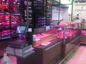 Vitrine haute, billot, bar a viande .. une autre façon de présenter les produits aux clients