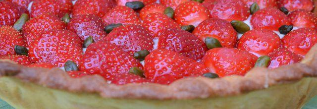 Tarte aux fraises, crème pâtissière au citron et pistaches