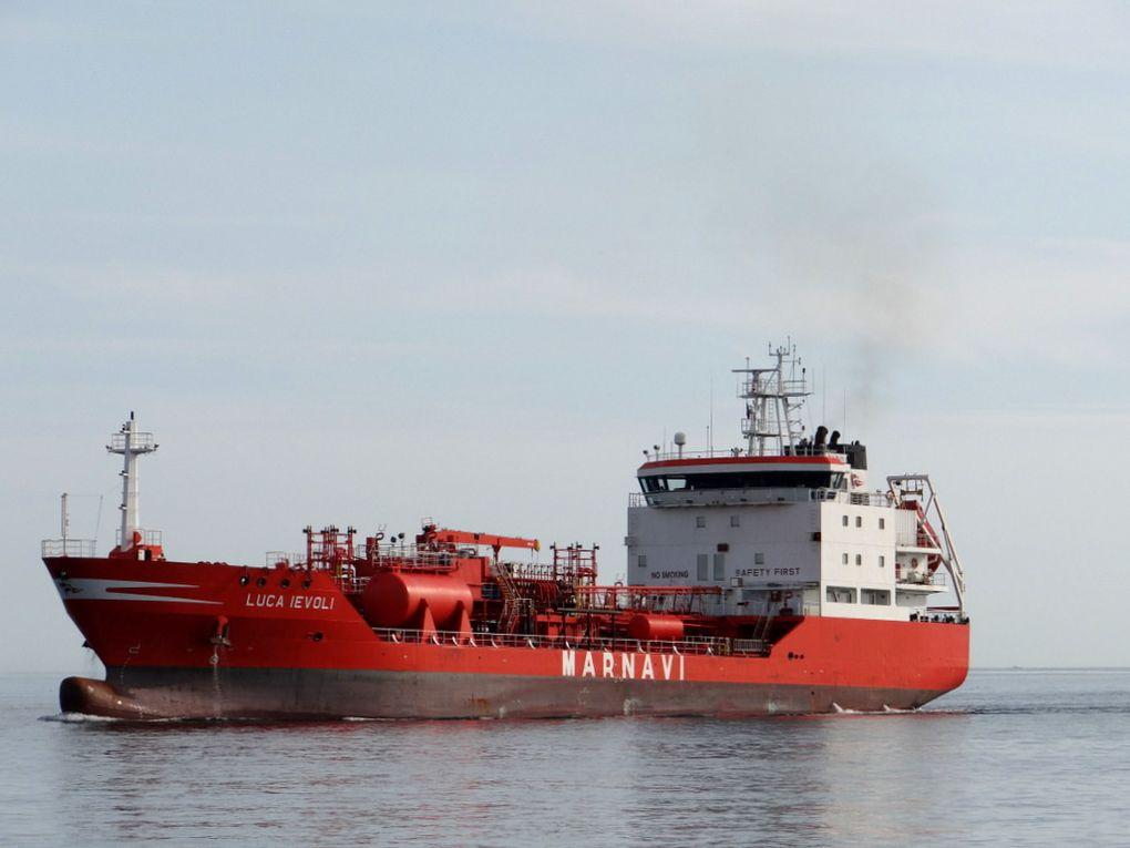 LUCA IEVOLI , arrivant dans le golfe de Fos sur Mer et entrant au port de Lavera le 08 septembre 2015