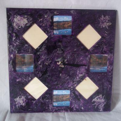 Horloge en peinture violette avec photos