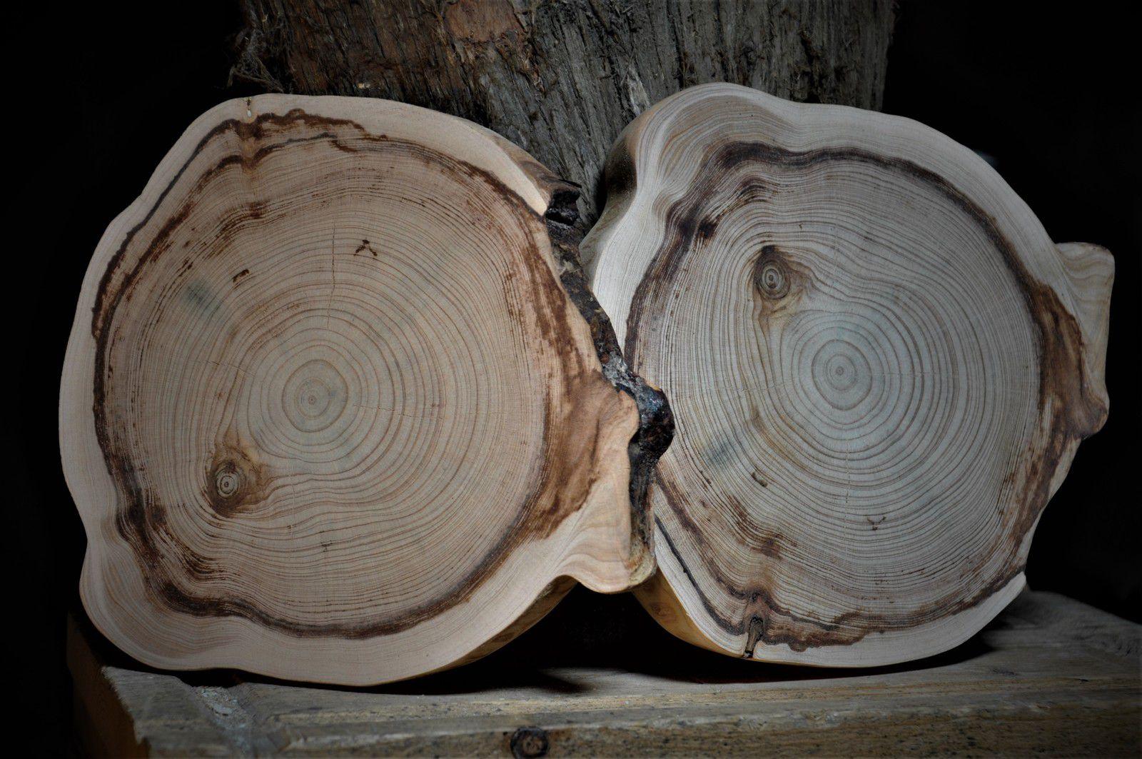Les ronds finis en vente, d'autres viendront. Nature pour garder l'odeur exceptionnelle du bois.