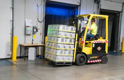 The Benefits of Using a Cross Docking Service