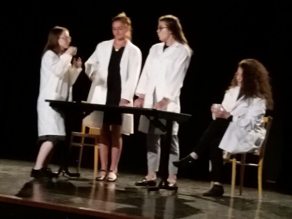 Les 1ES2  sur scène