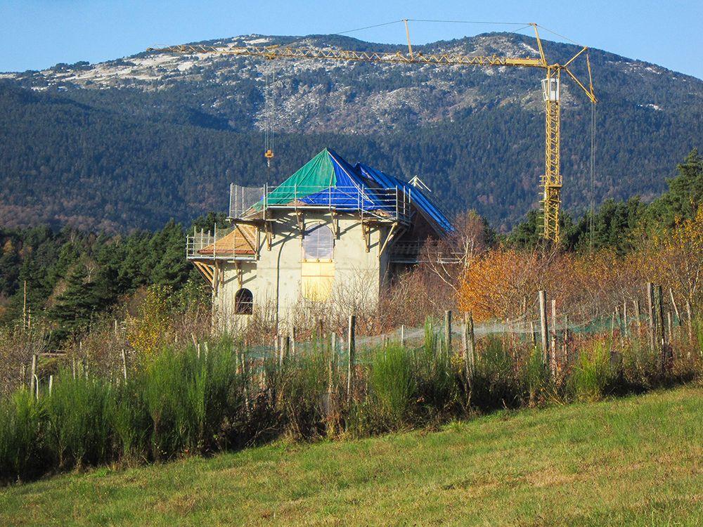 En Ariège, une magnifique abbaye en construction dans un écrin de nature