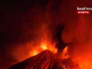 Etna SEC - extract from video / local team via S. Harangi - one click to enlarge
