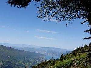 Mont Julioz et Colombier et la vue sur le Lac d'Annecy
