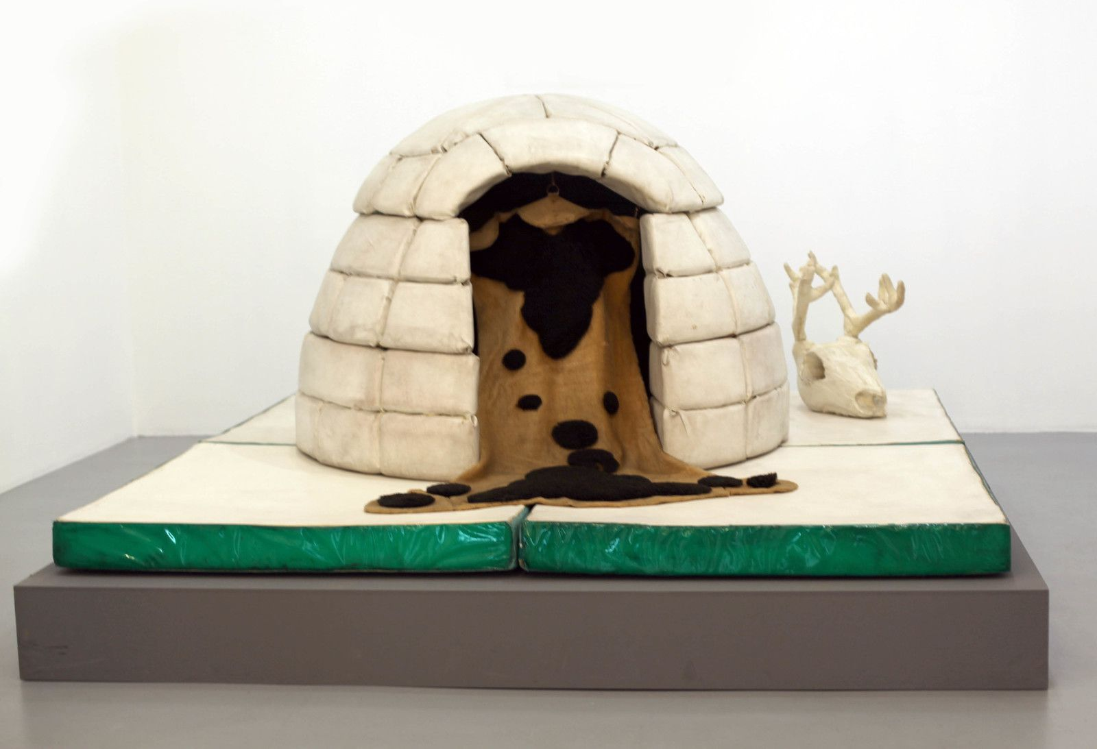 """Igloo"", 1964 de Piero GILARDI - Courtesy de l'artiste et de Galerie Michel Rein Paris © Photo Éric Simon"