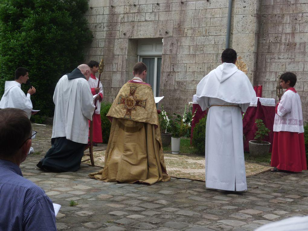 Photos de la procession du Saint-Sacrement du 03 juin 2018