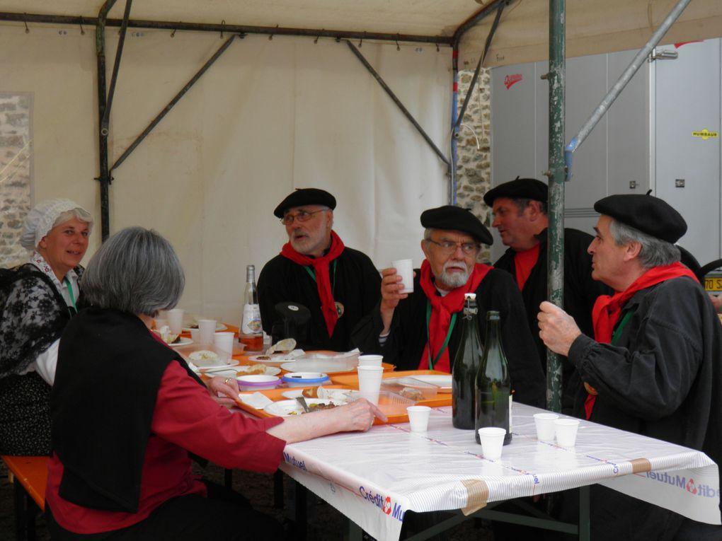 Ce premier album de photos de mai 2008 à octobre 2012 montre les sorties de la Confrérie et sa participation à des fêtes locales ou régionales ainsi que diverses activités conviviales.