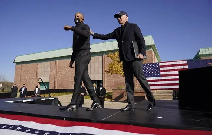 Joe Biden et Barack Obama à Flint (Michigan) le 31 octobre 2020. - Andrew Harnik/AP/SIPA
