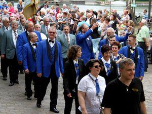 Adrett anzuschauen waren die Tanzknirpse, die das große Aufgebot des Veitshöchheimer Carneval-Clubs anführten.