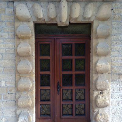 La porte d'entrée monumentale du moulin