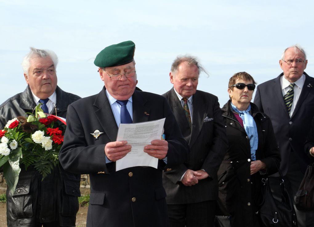 Lundi 07 mai 2012, moment de recueillement à l'occasion de la venue de l'association des anciens mousses de la Royale.